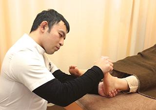 筋力検査中の写真